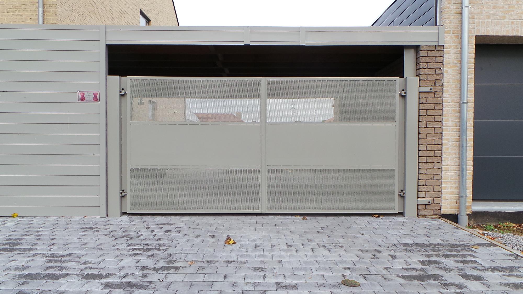 Moderne poort met perfo en vol plaat